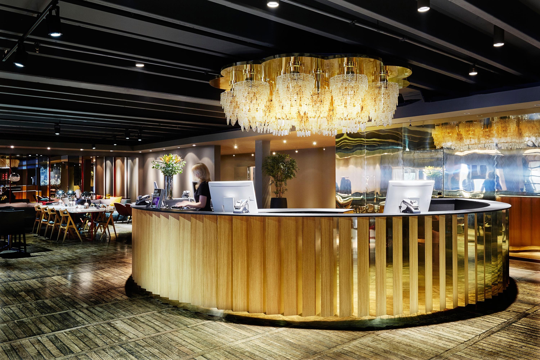 Lobby-chandelier-clarion-hotel-amaranten